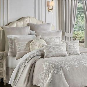 J. Queen New York Maryanne 4-Pc Comforter Set
